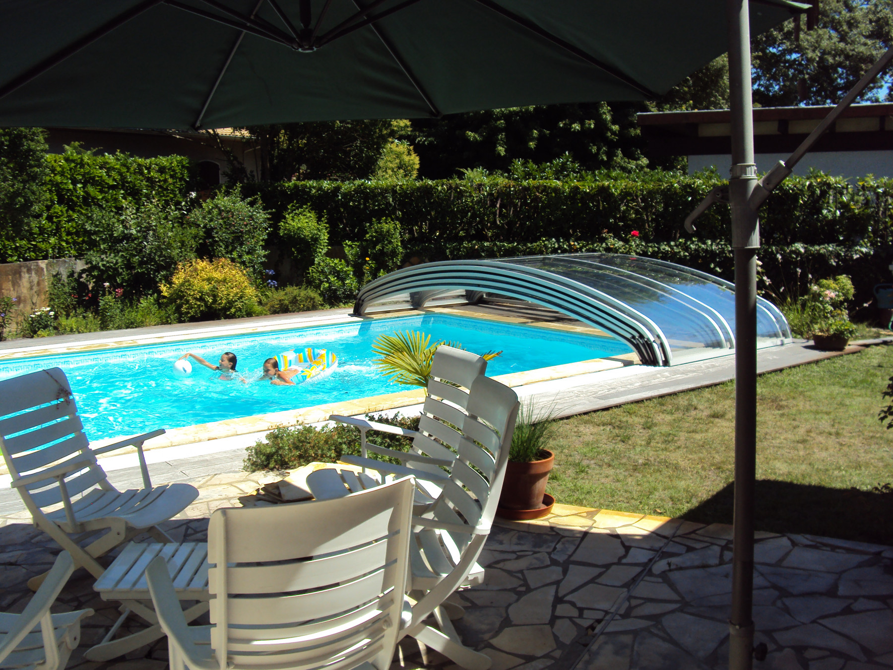 Abri de piscine bas cintral for Abris piscine uv